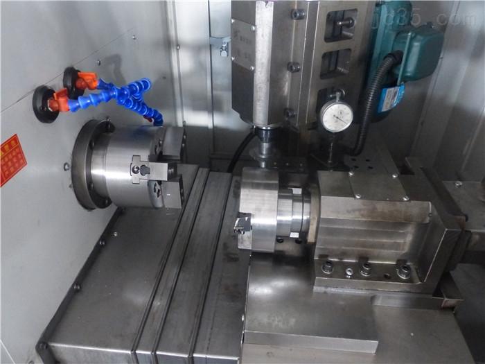 CXF-LS80立式数控齿轮车铣复合机床主要功能特点: CXF-LS(立式系列):适用于花键、齿型体等的加工. CXF-LS: Good at processing such as: spline,gears and lugs etc. CXF立式系列数控机床能够高效率、高精度地完成对花键轴、圆柱齿轮及其关联轴柄等复杂零件的加工. The CXF vertical series can process the complicated components such as:splined ax