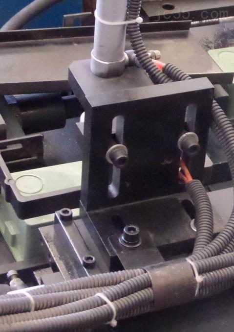 86双联盒/三联接线盒自动冲孔机/一机多用冲底孔