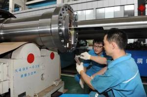 世界首台66万双水内冷发电机转轴加工成功