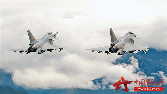 中国空军歼10大举进驻高原 提高部队全域作战能力