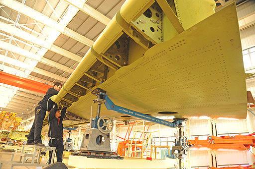 西安飞机公司运20与轰6K生产线上也有机床的身影