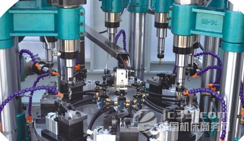 """华奥机械制造有限公司是致力于孔类加工专用机床及其零部件研发生产的高新技术企业之一。公司集研发、设计、制造、销售、服务为一体,自行研发的伺服进给数控钻孔头、双伺服数控钻攻动力头、电动等分转台均处于国内同行业领先水平,旗下产品广泛应用于汽摩配件、水暖阀门、五金制造等行业。 华奥机械拥有专业的技术人员和销售售后服务人员,以精良的产品与优质的售后服务赢得众多机床用户的青睐和好评,公司发展蒸蒸日上。华奥机械本着""""质量第一,信誉至上""""的经营宗旨,以客户的要求作为质量的内控标准,致力于在成套设备"""