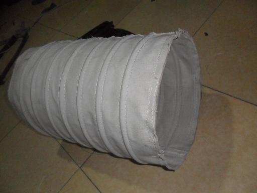 内衬钢丝卸料口帆布袋产品图