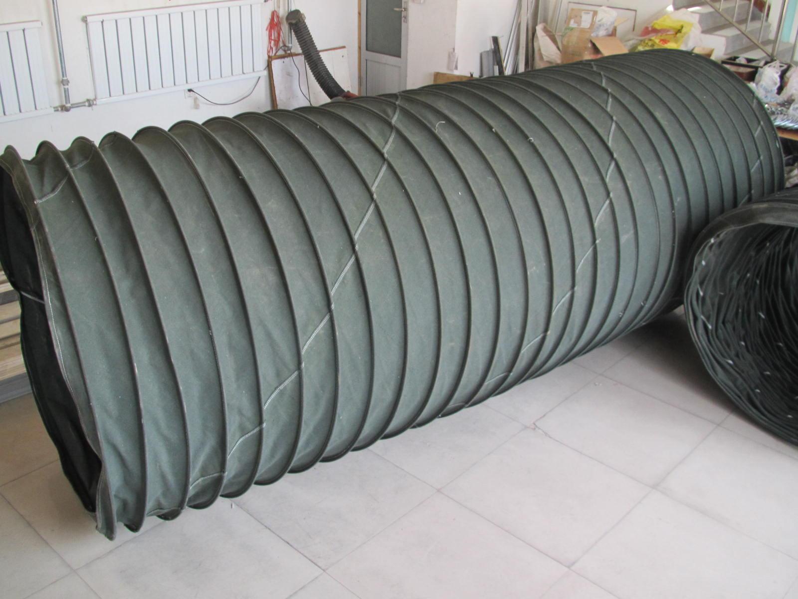 结构严紧管道风机通风软连接 结构严紧管道风机通风软连接产品具备结构严紧、合理、无噪音、行程大、运动快、使用寿命长等特点。衬托骨架选用φ5-8mm的钢丝,壁厚可达1.5-3mm、规格一般为φ300、320、350、400、650、720、840、1000、1240mm长度一般为1500、2000、2500、3000、3500mm 我厂有专业的打圈缝纫设备,其做工;外观美观,内部平整做工精细,使用寿命可往返使用上百万次。 结构严紧管道风机通风软连接产品特点: 1、 多向补偿:非金属补偿器可以在