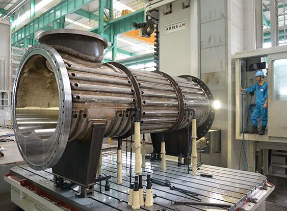 大明重工焊接平台拥有各类焊接设备100多台套,具备大型钢结构,双相钢
